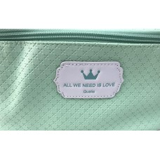 Necessaire 046 All We Need Is Love Qualis